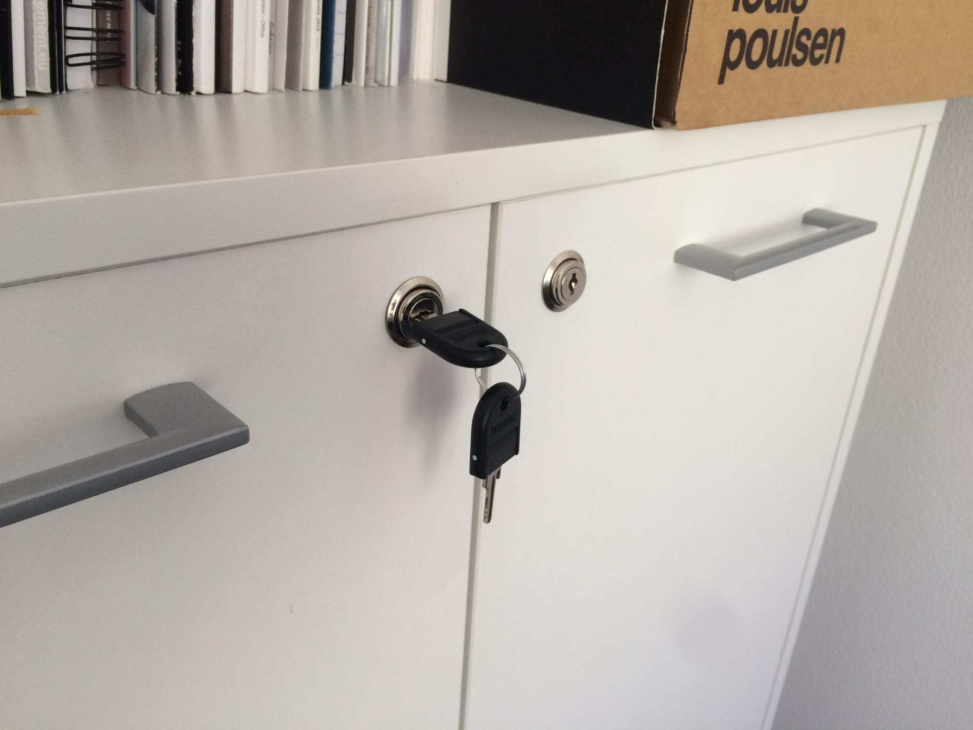 New Office – Lås til døre og skuffekassetter 1